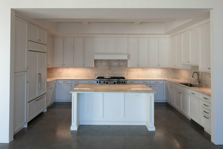 640 KITCHEN ISLAND